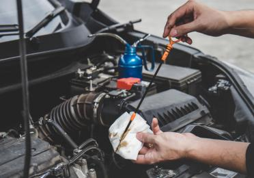 it is not recommended to determine the life of an engine oil from its color
